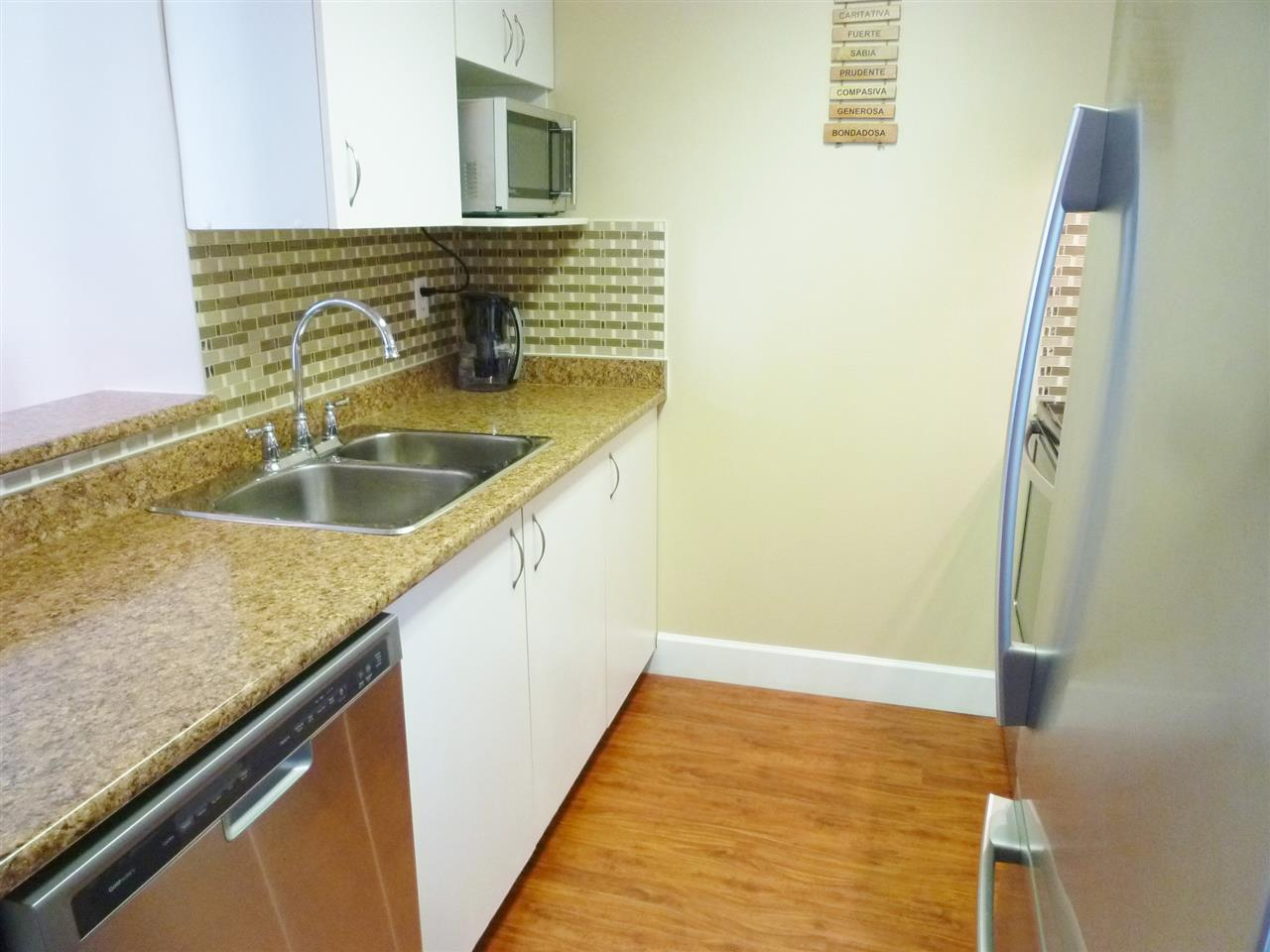 "Photo 3: 801 828 AGNES Street in New Westminster: Downtown NW Condo for sale in ""WESTMINSTER TOWERS"" : MLS(r) # R2065181"