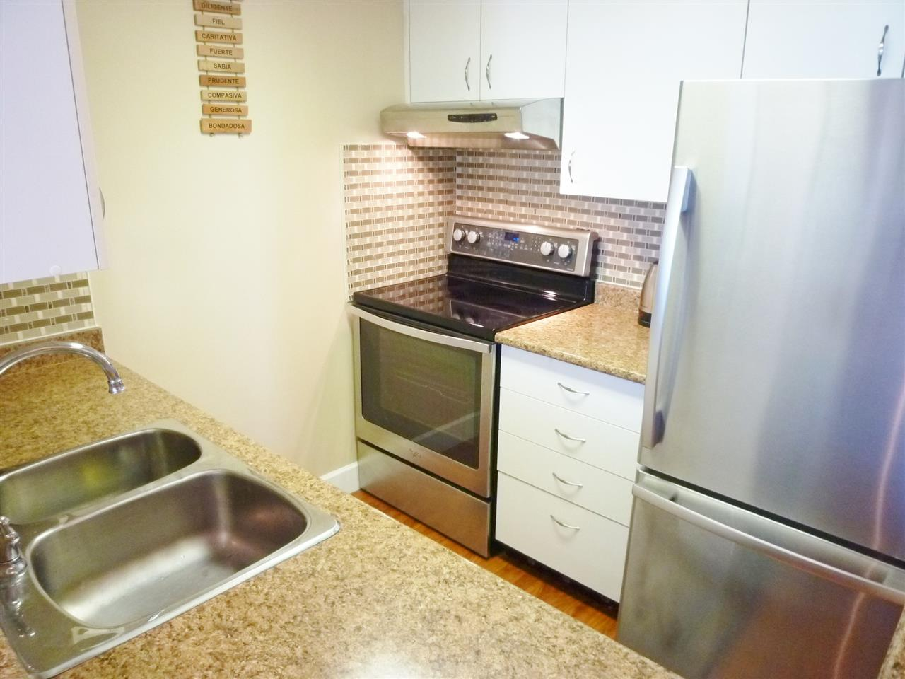 "Photo 4: 801 828 AGNES Street in New Westminster: Downtown NW Condo for sale in ""WESTMINSTER TOWERS"" : MLS(r) # R2065181"