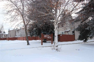 Main Photo: 17103 109 Street in Edmonton: Zone 27 Townhouse for sale : MLS(r) # E4046044
