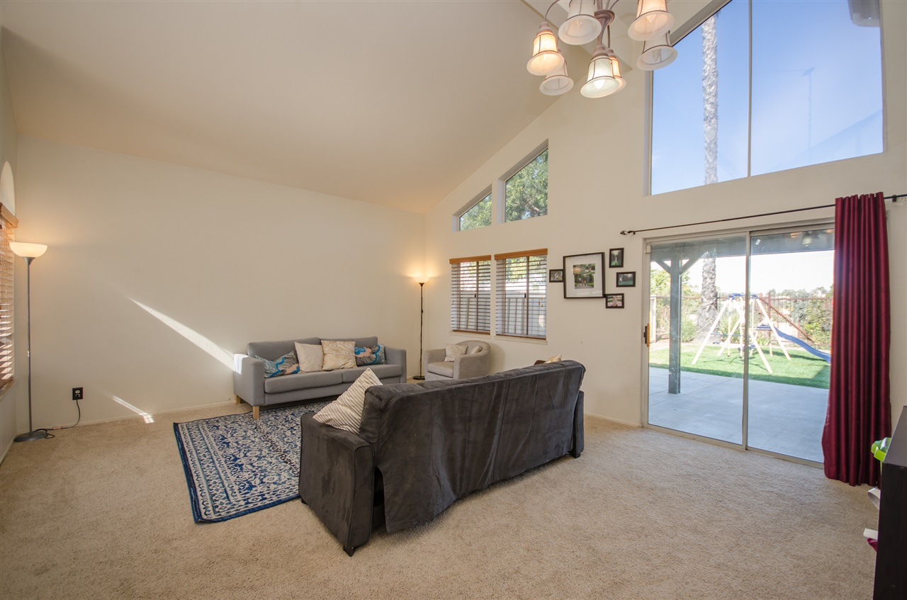 Photo 4: TEMECULA House for sale : 3 bedrooms : 31436 Corte Salinas