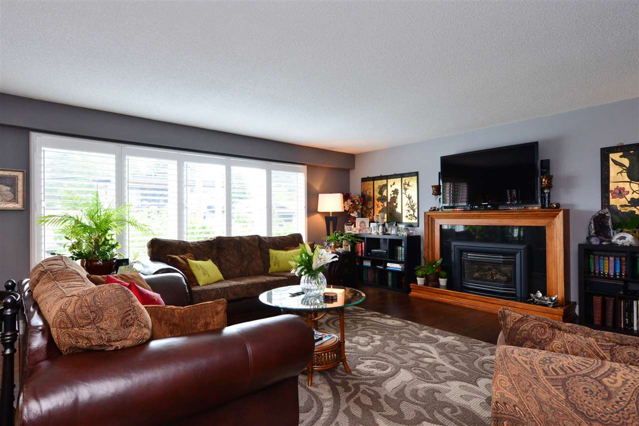 "Photo 4: 15701 GOGGS Avenue: White Rock House for sale in ""WHITE ROCK"" (South Surrey White Rock)  : MLS(r) # R2178923"