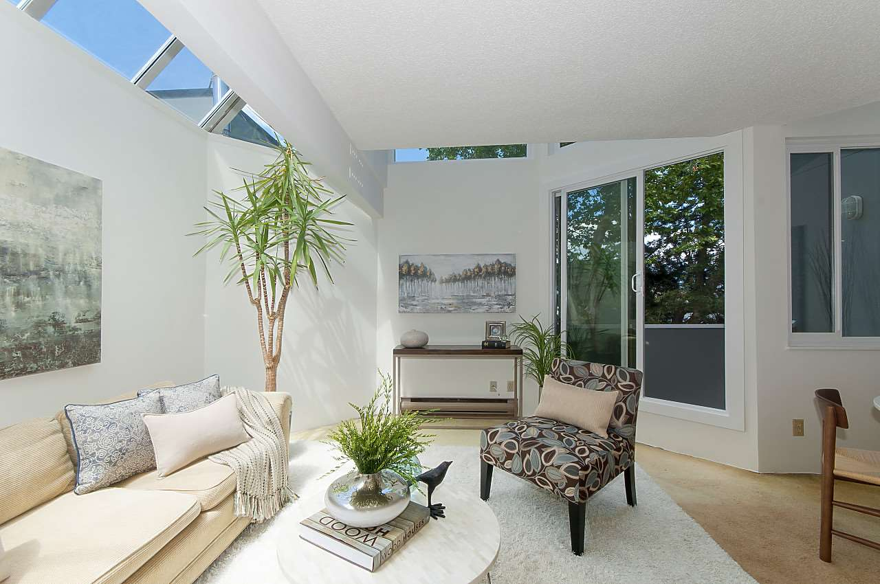 "Main Photo: 12 1870 YEW Street in Vancouver: Kitsilano Townhouse for sale in ""NEWPORT MEWS"" (Vancouver West)  : MLS(r) # R2180967"