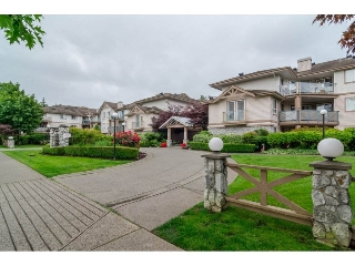 "Main Photo: 306 22150 48TH Avenue in Langley: Murrayville Condo for sale in ""EAGLE CREST"" : MLS(r) # R2182501"