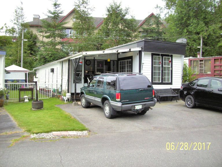 "Main Photo: 27 6280 KING GEORGE Boulevard in Surrey: Sullivan Station Manufactured Home for sale in ""WHITE OAK"" : MLS(r) # R2183334"