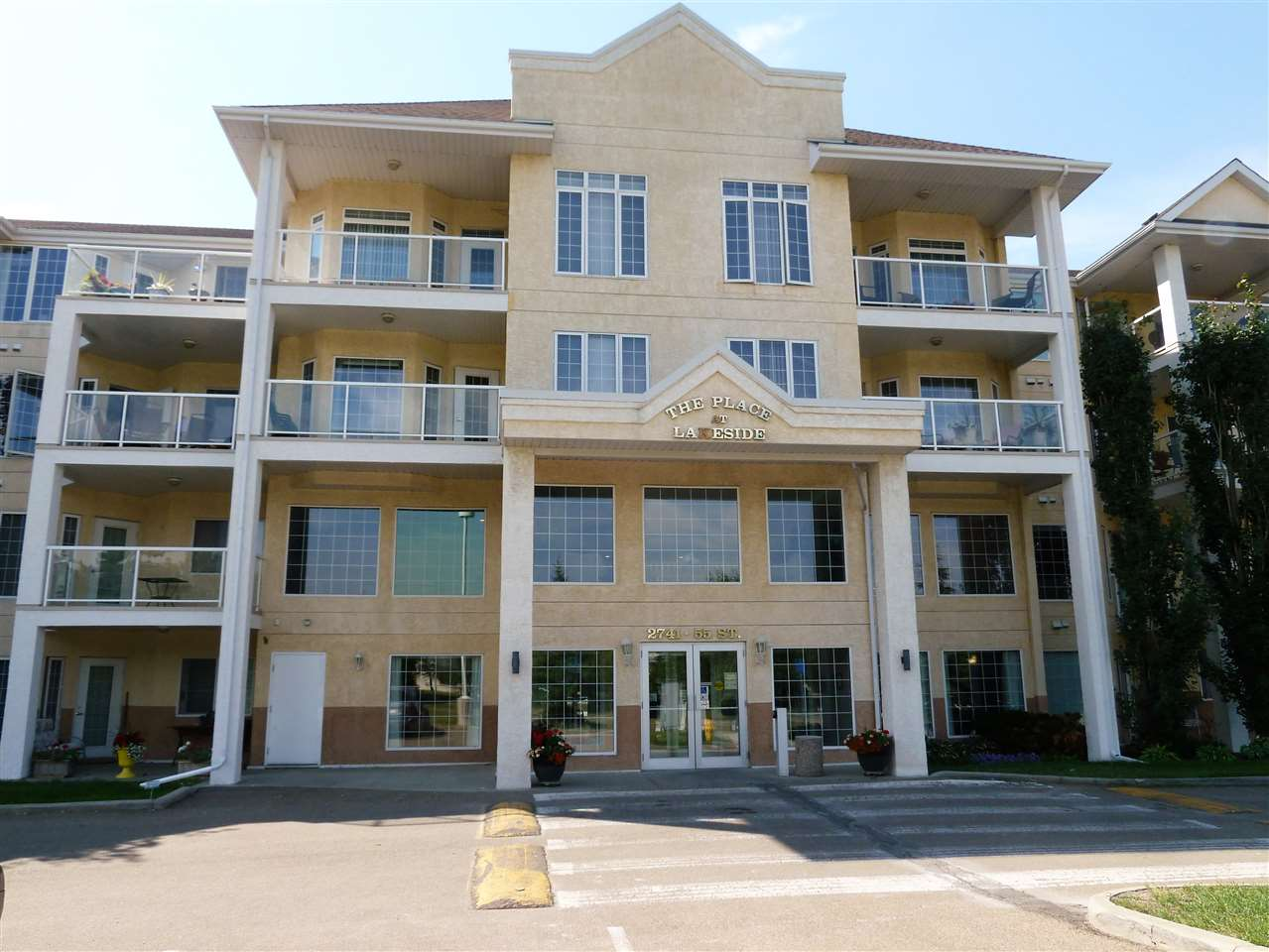 Main Photo:  in Edmonton: Zone 29 Condo for sale : MLS® # E4075720