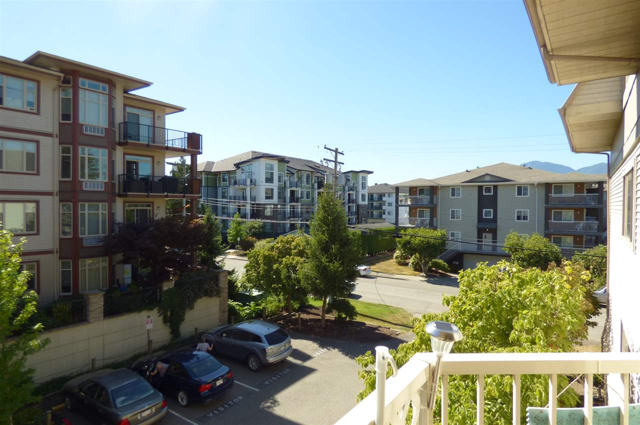 "Photo 13: Photos: 303 9186 EDWARD Street in Chilliwack: Chilliwack W Young-Well Condo for sale in ""ROSEWOOD GARDENS"" : MLS® # R2200467"