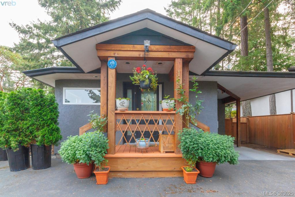 Main Photo: 105 Elroy Place in VICTORIA: La Thetis Heights Single Family Detached for sale (Langford)  : MLS® # 383025