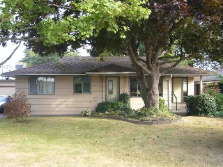 Main Photo: 15631 THRIFT Avenue: White Rock House for sale (South Surrey White Rock)  : MLS® # R2209433