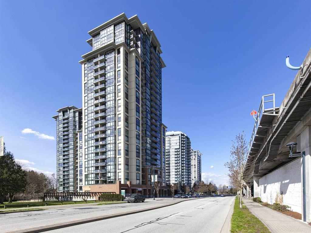 "Main Photo: 402 10777 UNIVERSITY Drive in Surrey: Whalley Condo for sale in ""CITY POINT"" (North Surrey)  : MLS® # R2217386"