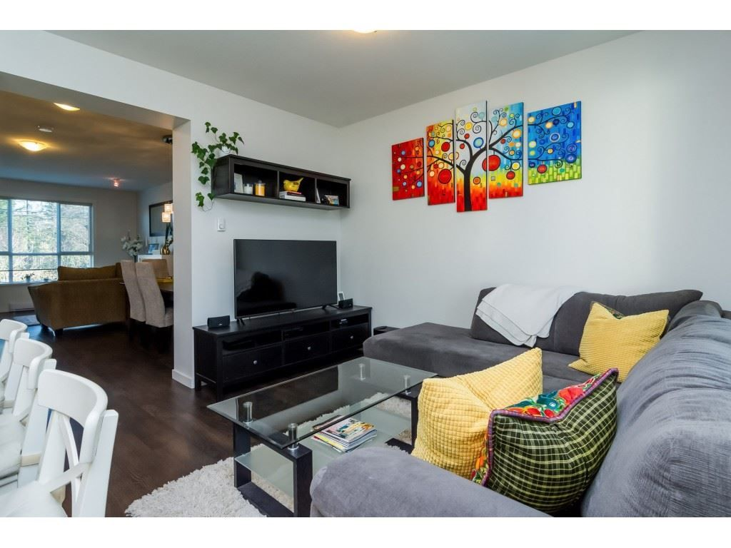"Photo 3: Photos: 21 8355 164 Street in Surrey: Fleetwood Tynehead Townhouse for sale in ""Silverwood"" : MLS® # R2225292"