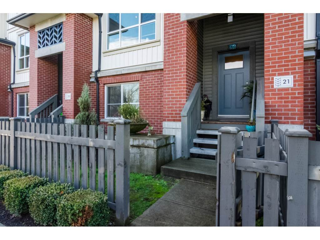 "Photo 2: Photos: 21 8355 164 Street in Surrey: Fleetwood Tynehead Townhouse for sale in ""Silverwood"" : MLS® # R2225292"