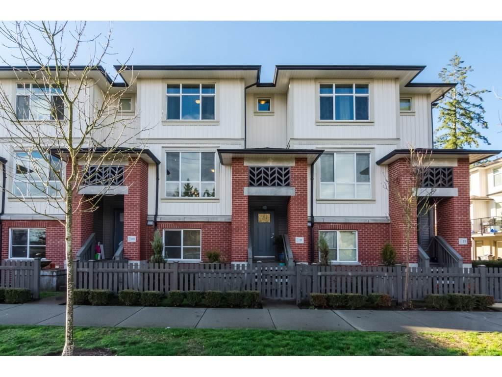 "Photo 1: Photos: 21 8355 164 Street in Surrey: Fleetwood Tynehead Townhouse for sale in ""Silverwood"" : MLS® # R2225292"