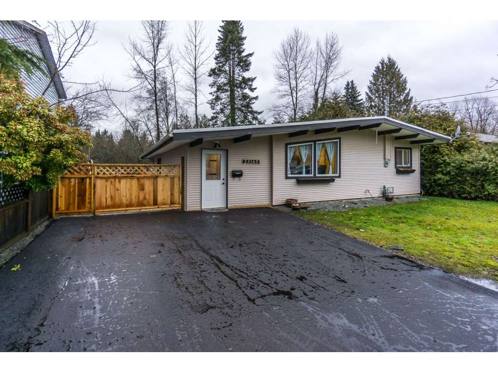 Main Photo: 23165 126 Avenue in Maple Ridge: East Central House for sale : MLS®# R2233926