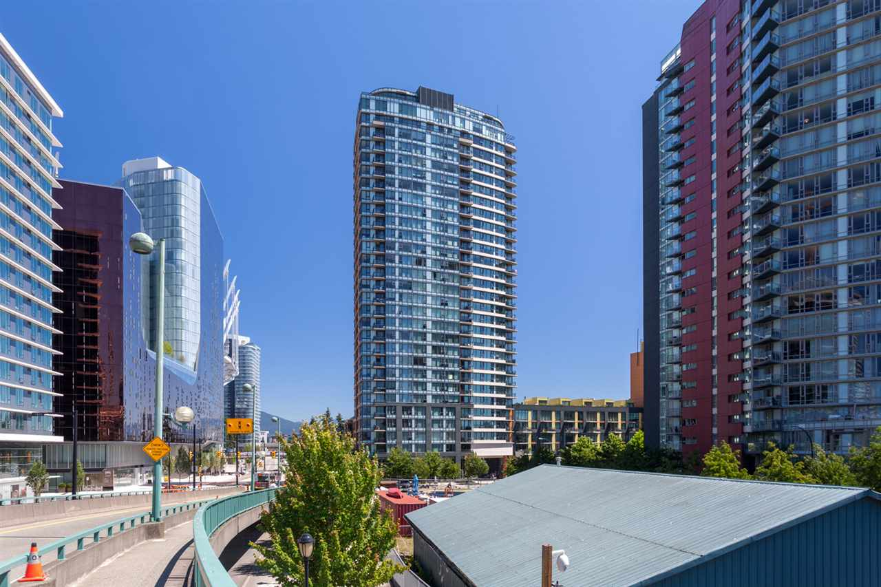 "Main Photo: 2505 33 SMITHE Street in Vancouver: Yaletown Condo for sale in ""COOPERS LOOKOUT"" (Vancouver West)  : MLS®# R2289422"