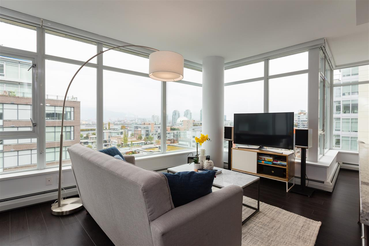 "Main Photo: 1109 1708 COLUMBIA Street in Vancouver: False Creek Condo for sale in ""WALL CENTRE FALSE CREEK - WEST"" (Vancouver West)  : MLS®# R2313739"