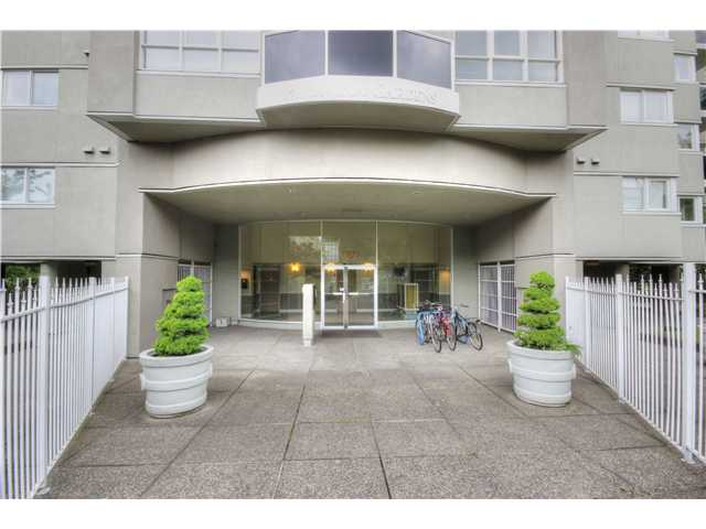 "Photo 3: 605 1833 FRANCES Street in Vancouver: Hastings Condo for sale in ""PANORAMA GARDENS"" (Vancouver East)  : MLS® # V1063975"