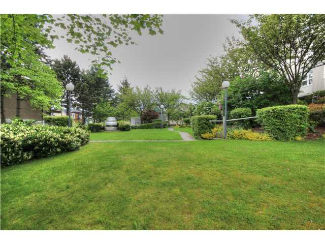 "Photo 4: 605 1833 FRANCES Street in Vancouver: Hastings Condo for sale in ""PANORAMA GARDENS"" (Vancouver East)  : MLS® # V1063975"
