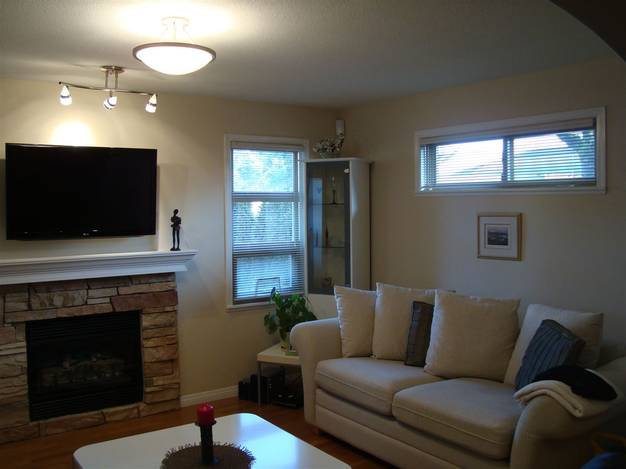Photo 8: 7562 16TH Avenue in Burnaby: Edmonds BE House 1/2 Duplex for sale (Burnaby East)  : MLS® # R2022922