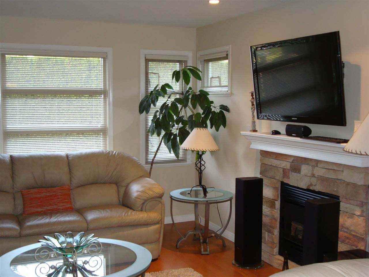 Photo 3: 7562 16TH Avenue in Burnaby: Edmonds BE House 1/2 Duplex for sale (Burnaby East)  : MLS® # R2022922
