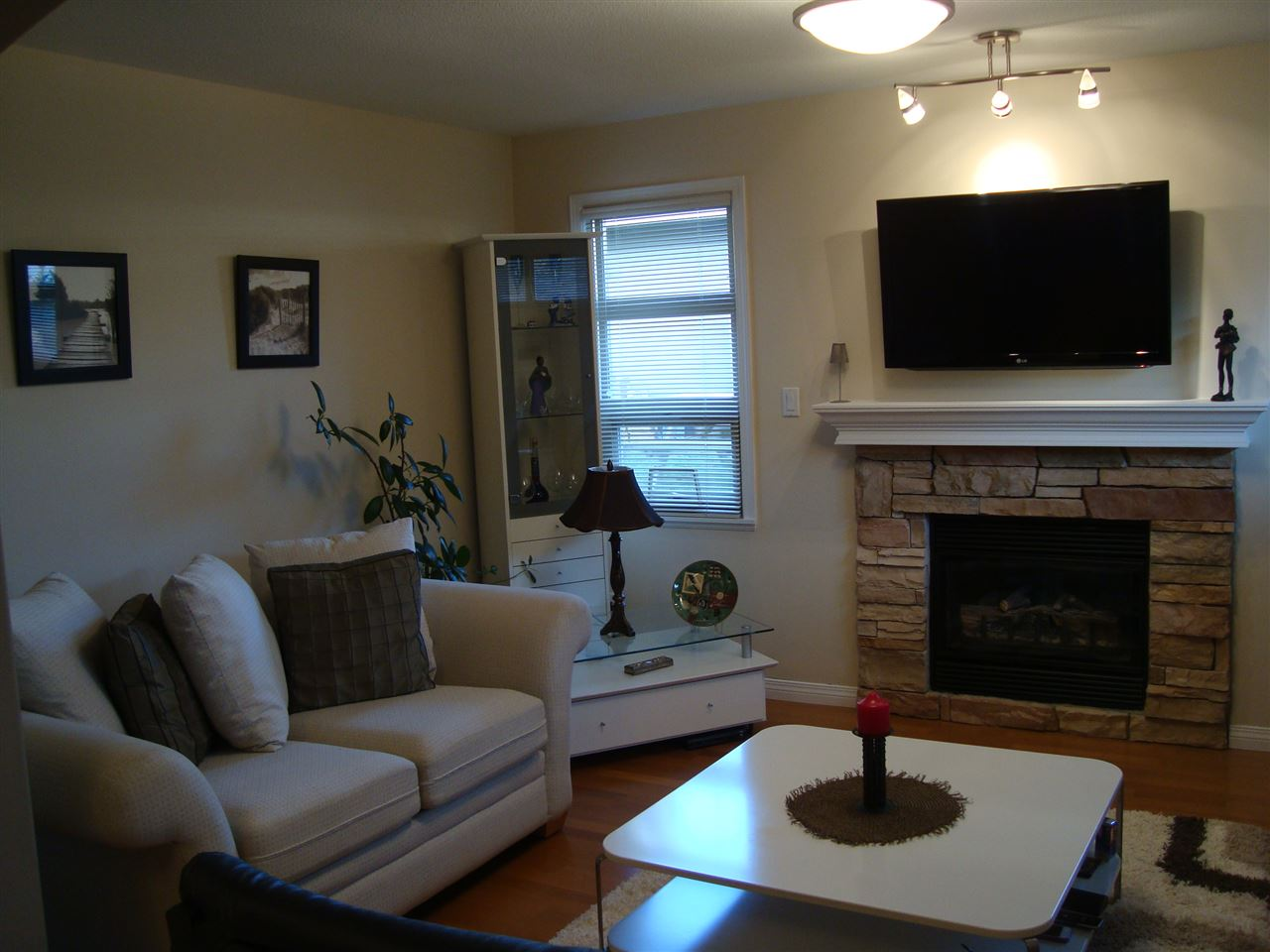 Photo 7: 7562 16TH Avenue in Burnaby: Edmonds BE House 1/2 Duplex for sale (Burnaby East)  : MLS® # R2022922
