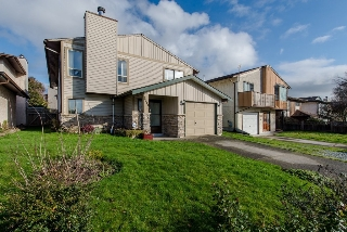 "Main Photo: 2211 WILLOUGHBY Way in Langley: Willoughby Heights House for sale in ""Langley Meadows"" : MLS®# R2037467"