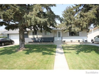 Main Photo: 39 Mackie Crescent in Saskatoon: Massey Place Single Family Dwelling for sale (Saskatoon Area 05)  : MLS® # 571146