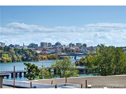 Main Photo: T202 103 E Gorge Road in VICTORIA: Vi Burnside Townhouse for sale (Victoria)  : MLS(r) # 364726