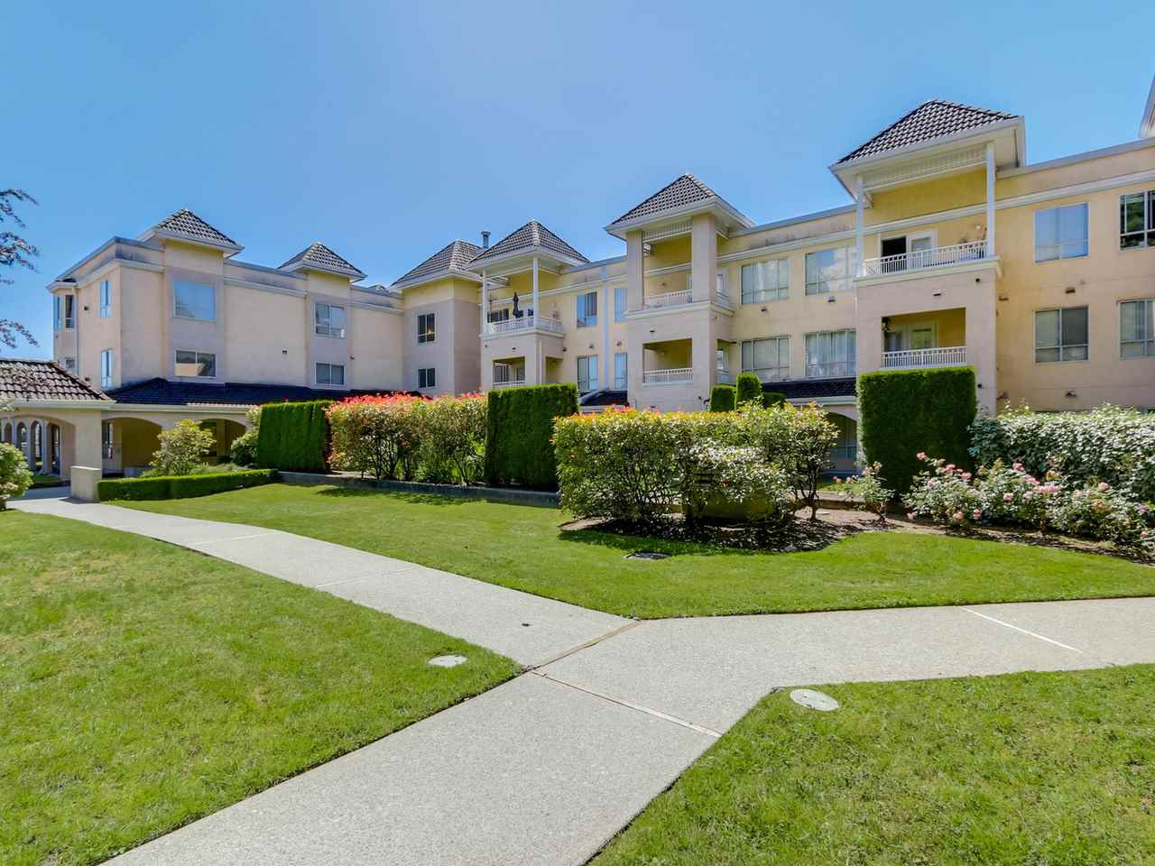 "Main Photo: 310 523 WHITING Way in Coquitlam: Coquitlam West Condo for sale in ""BROOKSIDE MANOR"" : MLS® # R2085484"