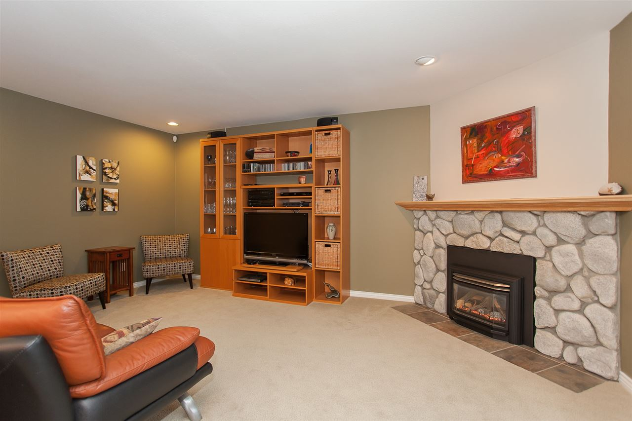 "Photo 10: 6167 W BOUNDARY Drive in Surrey: Panorama Ridge Townhouse for sale in ""LAKEWOOD GARDENS IN BOUNDARY PARK"" : MLS® # R2133410"
