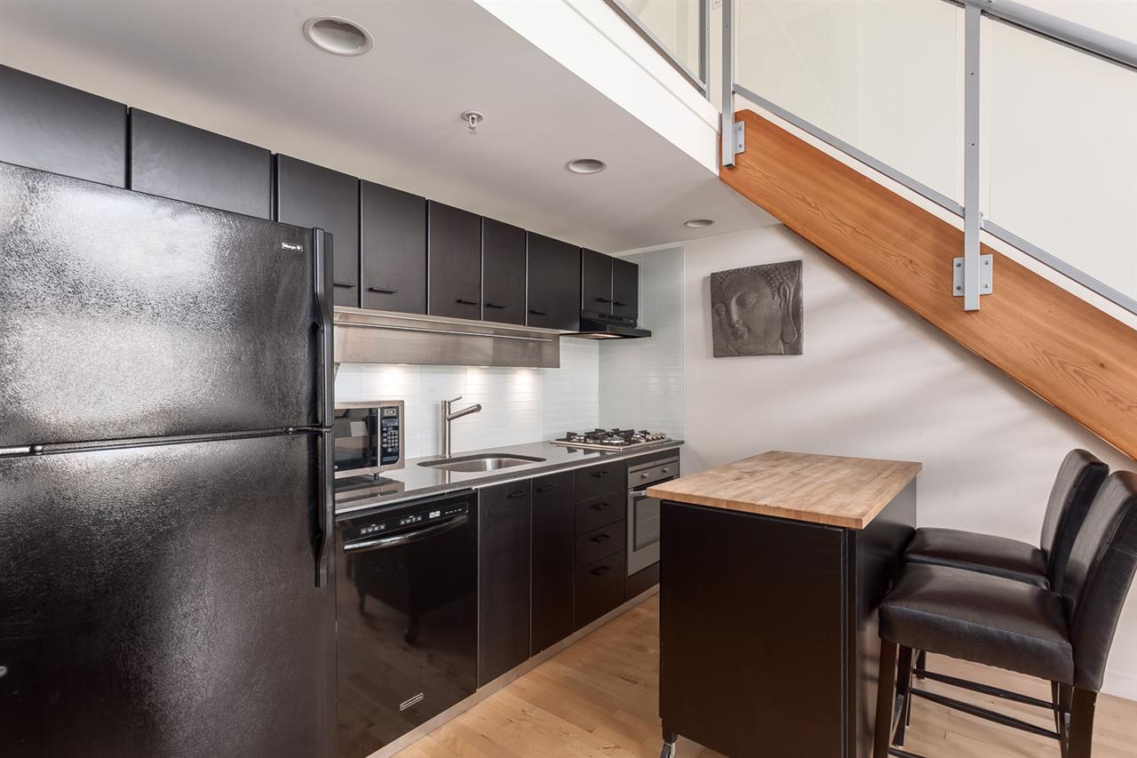 "Photo 2: 1214 933 SEYMOUR Street in Vancouver: Downtown VW Condo for sale in ""THE SPOT"" (Vancouver West)  : MLS(r) # R2137026"