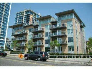 "Main Photo: 204 1288 CHESTERFIELD Avenue in North Vancouver: Central Lonsdale Condo for sale in ""ALINA"" : MLS(r) # R2183669"