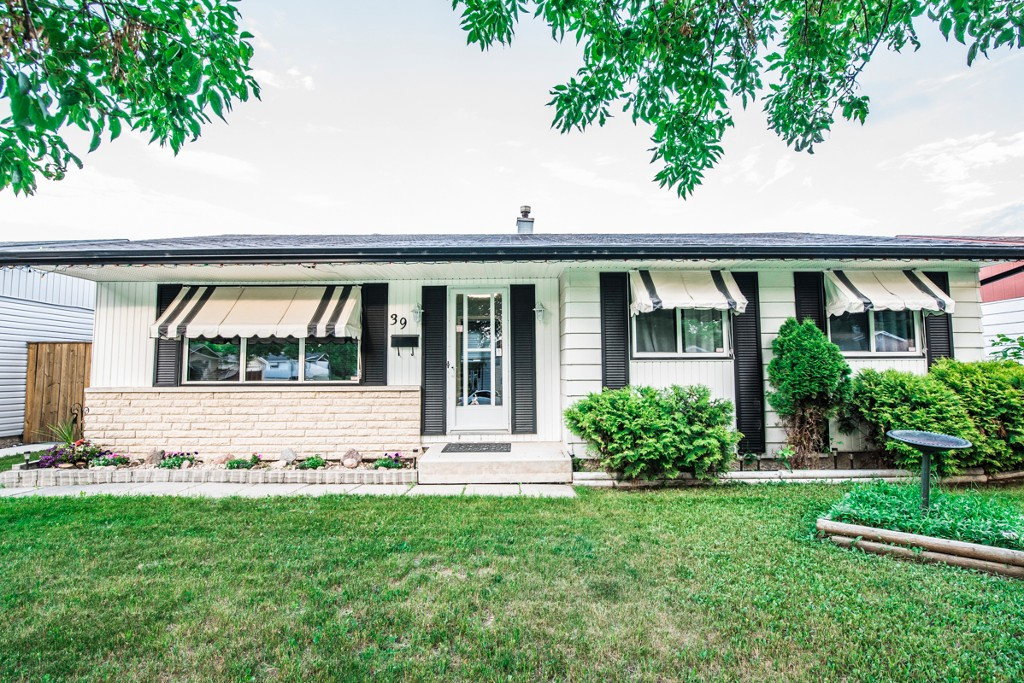 Main Photo: 39 Finestone Street in Winnipeg: Garden Grove Single Family Detached for sale (4K)  : MLS(r) # 1718386