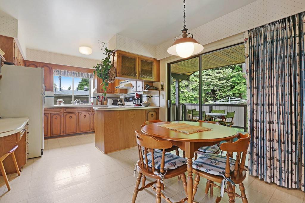 Photo 8: Photos: 4739 TOURNEY Road in North Vancouver: Lynn Valley House for sale : MLS® # R2219844