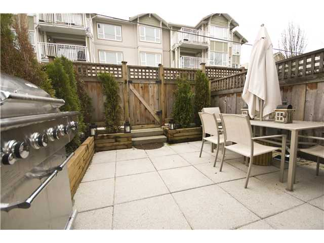"Photo 9: 2955 LAUREL Street in Vancouver: Fairview VW Townhouse for sale in ""THE BROWNSTONE"" (Vancouver West)  : MLS® # V880457"