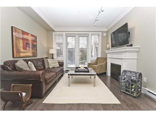 "Photo 3: 2955 LAUREL Street in Vancouver: Fairview VW Townhouse for sale in ""THE BROWNSTONE"" (Vancouver West)  : MLS® # V880457"