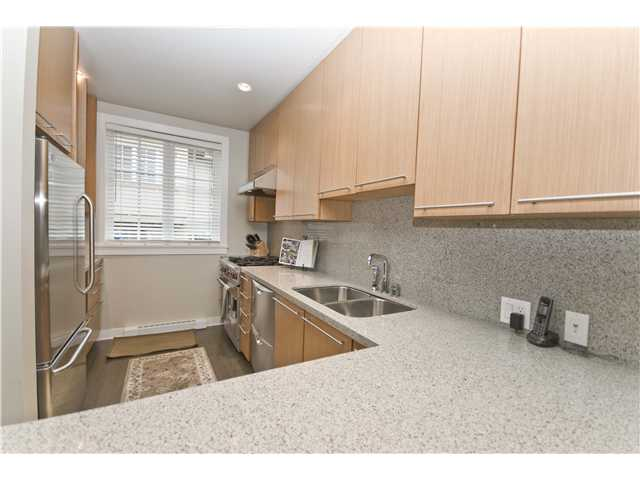 "Photo 2: 2955 LAUREL Street in Vancouver: Fairview VW Townhouse for sale in ""THE BROWNSTONE"" (Vancouver West)  : MLS® # V880457"