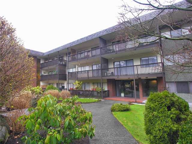 "Main Photo: 302 155 E 5TH Street in North Vancouver: Lower Lonsdale Condo for sale in ""Winchester Estates Ltd."" : MLS® # V897920"
