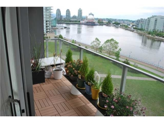 "Main Photo: 901 980 COOPERAGE Way in Vancouver: Yaletown Condo for sale in ""COOPER'S POINT"" (Vancouver West)  : MLS® # V909936"