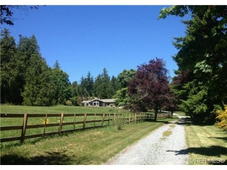 Main Photo: 628 BROOKLEIGH Road in VICTORIA: SW Elk Lake Residential for sale (Saanich West)  : MLS(r) # 324364