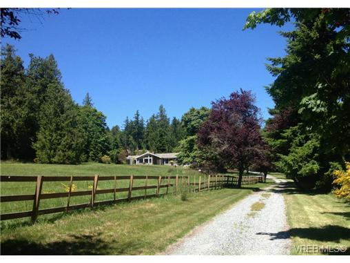 Main Photo: 628 BROOKLEIGH Road in VICTORIA: SW Elk Lake Residential for sale (Saanich West)  : MLS® # 324364