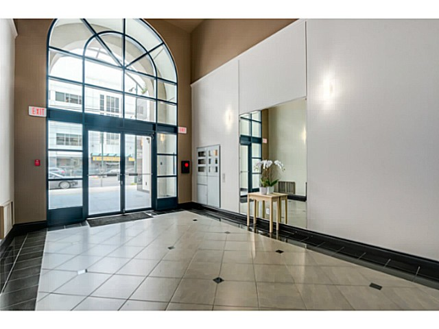 "Photo 3: 920 1268 W BROADWAY in Vancouver: Fairview VW Condo for sale in ""CITY GARDENS"" (Vancouver West)  : MLS(r) # V1087529"