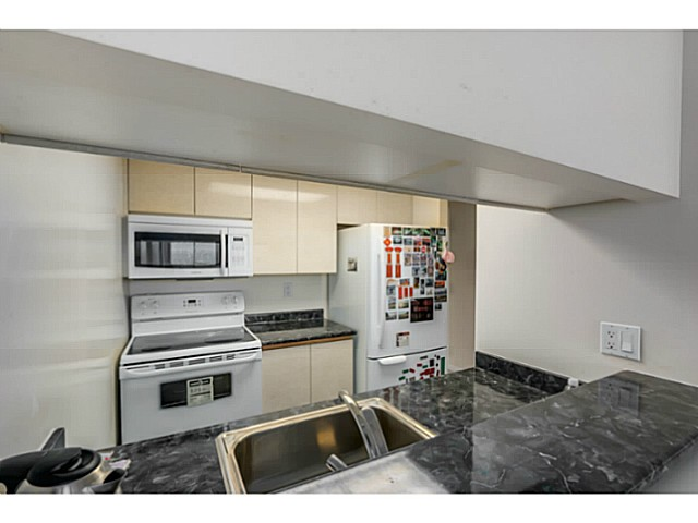 "Photo 7: 920 1268 W BROADWAY in Vancouver: Fairview VW Condo for sale in ""CITY GARDENS"" (Vancouver West)  : MLS(r) # V1087529"