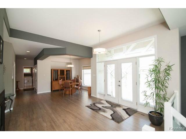 Photo 4: 103 EAGLE CREEK Drive in ESTPAUL: Birdshill Area Residential for sale (North East Winnipeg)  : MLS(r) # 1511283