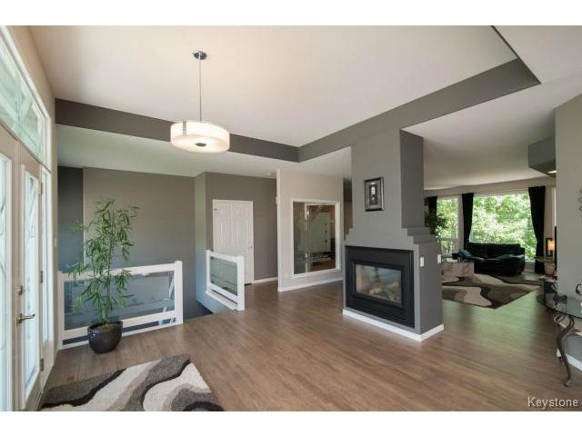 Photo 3: 103 EAGLE CREEK Drive in ESTPAUL: Birdshill Area Residential for sale (North East Winnipeg)  : MLS® # 1511283