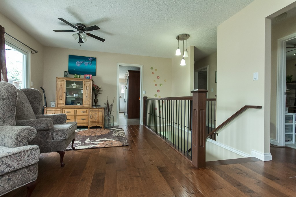 Photo 3: 2253 BEDFORD Place in Abbotsford: Abbotsford West House for sale : MLS® # R2094402