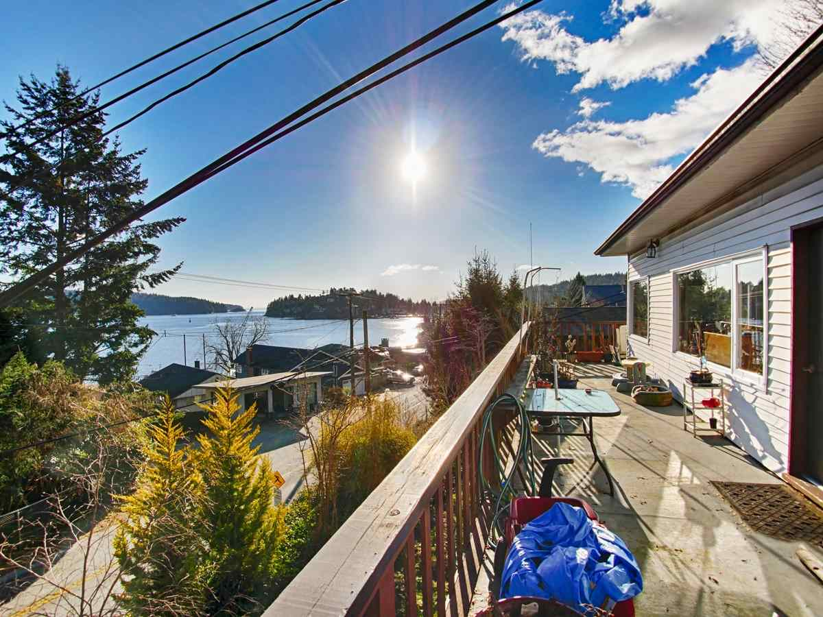"Main Photo: 627 MARINE Drive in Gibsons: Gibsons & Area House for sale in ""Heritage Hills"" (Sunshine Coast)  : MLS® # R2127466"