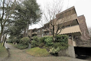 "Main Photo: 106 1266 W 13TH Avenue in Vancouver: Fairview VW Condo for sale in ""LANDMARK SHAUGHNESSY"" (Vancouver West)  : MLS(r) # R2145787"