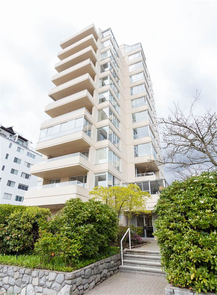 "Main Photo: 400 1819 BELLEVUE Avenue in West Vancouver: Ambleside Condo for sale in ""Norfolk House"" : MLS(r) # R2159836"
