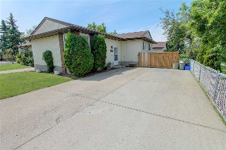 Main Photo: 10007 173 Avenue in Edmonton: Zone 27 House Half Duplex for sale : MLS(r) # E4069052