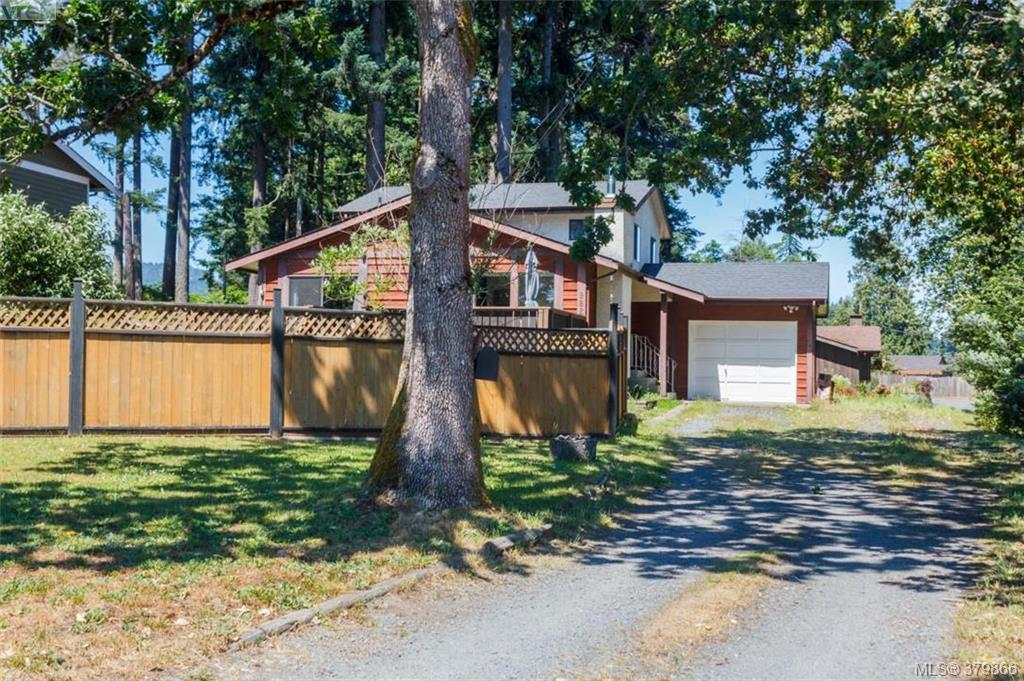 Main Photo: 962 Page Avenue in VICTORIA: La Glen Lake Single Family Detached for sale (Langford)  : MLS(r) # 379866